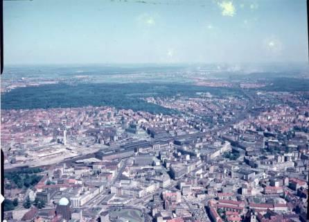 ARH NL Koberg 531, Luftbild von Hannover u. a. mit Hauptbahnhof, Fernsehturm und Steintorplatz mit Anzeiger-Hochhaus, ohne Datum