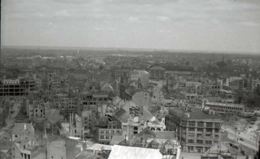 ARH NL Koberg 572, Rundblick von der Marktkirche auf das zerstörte Stadtzentrum, Hannover, 1947