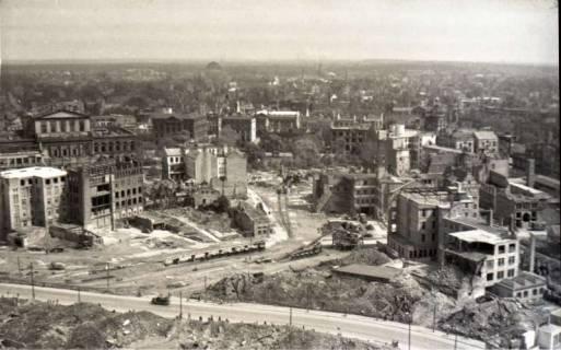 ARH NL Koberg 573, Rundblick von der Marktkirche auf das zerstörte Stadtzentrum, Hannover, 1947