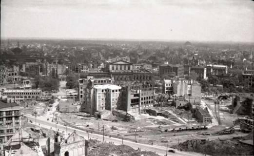 ARH NL Koberg 575, Rundblick von der Marktkirche auf das zerstörte Stadtzentrum in Richtung Opernhaus, Hannover, 1947
