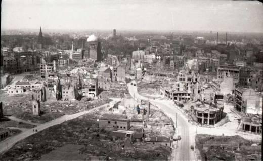 ARH NL Koberg 576, Rundblick von der Marktkirche auf das zerstörte Stadtzentrum in Richtung Steintor, Hannover, 1947