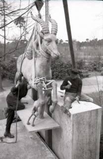 ARH NL Koberg 606, Fabeltier Skulptur von Vierthaler in der Eilenriede, Hannover, wohl 1951