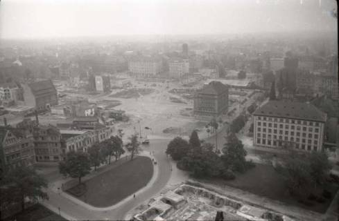ARH NL Koberg 615, Blick von der Rathauskuppel auf die Stadt, Hannover, 1949