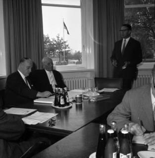 ARH BA 2392, Flughafen, Langenhagen - Besuch von MP Diederichs und Baustelle der neuen Startbahn, 1965