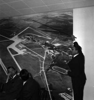ARH BA 2394, Flughafen, Langenhagen - Besuch von MP Diederichs und Baustelle der neuen Startbahn, 1965