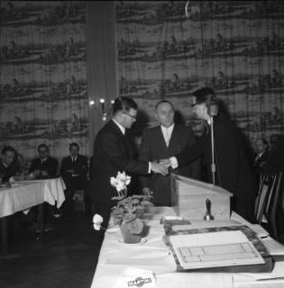 ARH BA 2466, Kreistagssitzung - Wahl des neuen Landrats, 1966