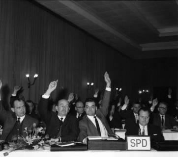 ARH BA 2468, Kreistagssitzung - Wahl des neuen Landrats, 1966