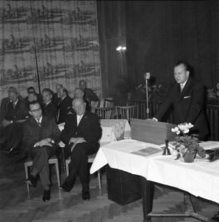 ARH BA 2476, Kreistagssitzung - Wahl des neuen Landrats, 1966