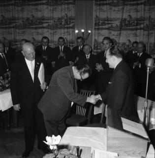 ARH BA 2481, Kreistagssitzung - Wahl des neuen Landrats, 1966