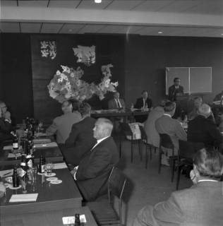 ARH BA 2484, Bürgermeisterversammlung im Verkehrsamt, Ronnenberg, 1966