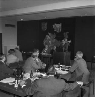 ARH BA 2485, Bürgermeisterversammlung im Verkehrsamt, Ronnenberg, 1966