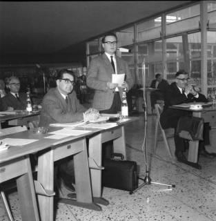 ARH BA 2529, Kreistagssitzung in der Pestalozzischule, Misburg, 1968
