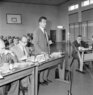 ARH BA 2556, Kreistagssitzung, Großgoltern, 1968