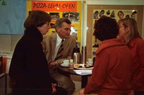ARH BA 2619, LR Arndt besucht die Bildungsmesse, 2001