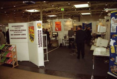 ARH BA 2633, LR Arndt Arndt besucht die Bildungsmesse, 2001