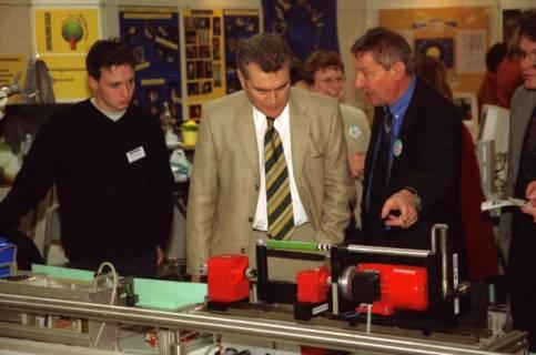 ARH BA 2643, LR Arndt Arndt besucht die Bildungsmesse, 2001