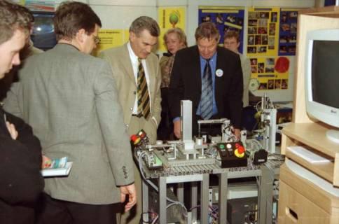 ARH BA 2649, LR Arndt Arndt besucht die Bildungsmesse, 2001