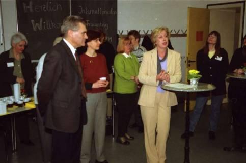ARH BA 2658, Veranstaltung zum Internationalen Frauentag im Neuen Kreishaus, 2001