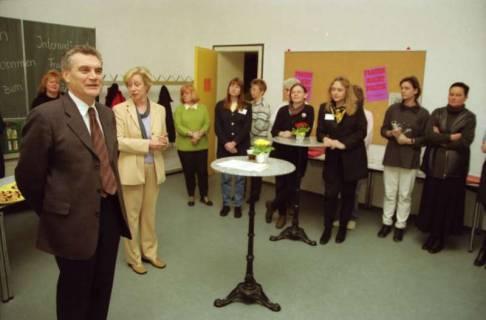 ARH BA 2666, Veranstaltung zum Internationalen Frauentag im Neuen Kreishaus, 2001