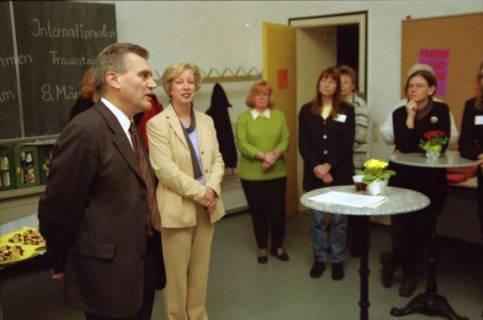 ARH BA 2667, Veranstaltung zum Internationalen Frauentag im Neuen Kreishaus, 2001