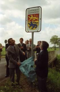 ARH BA 2685, LR Arndt gibt die K133 (Röhndamm, Burgdorf) für den Verkehr frei, 2001
