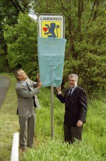 ARH BA 2690, LR Arndt gibt die K133 (Röhndamm, Burgdorf) für den Verkehr frei, 2001