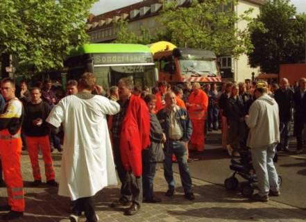 ARH BA 2703, Warnstreik der Gewerkschaft ver.di vor dem Kreishaus, Hannover, 2001