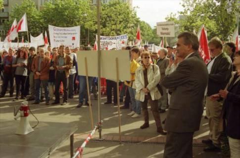 ARH BA 2705, Warnstreik der Gewerkschaft ver.di vor dem Kreishaus, Hannover, 2001