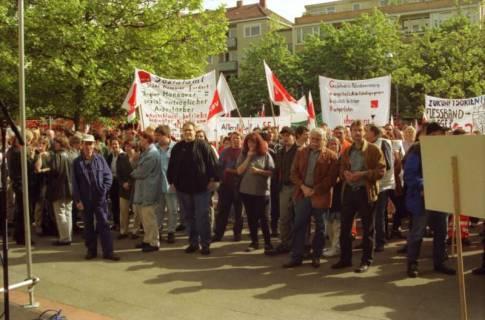 ARH BA 2706, Warnstreik der Gewerkschaft ver.di vor dem Kreishaus, Hannover, 2001
