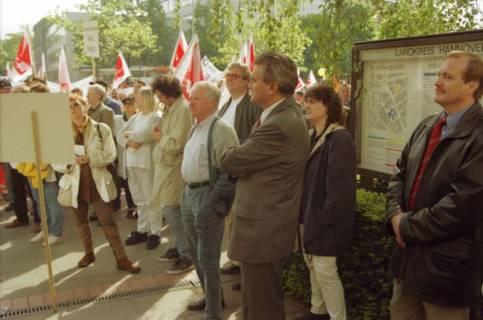 ARH BA 2707, Warnstreik der Gewerkschaft ver.di vor dem Kreishaus, Hannover, 2001