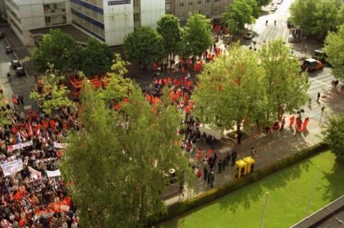 ARH BA 2710, Warnstreik der Gewerkschaft ver.di vor dem Kreishaus, Hannover, 2001