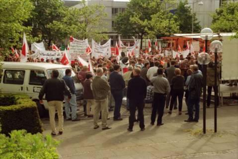 ARH BA 2716, Warnstreik der Gewerkschaft ver.di vor dem Kreishaus, Hannover, 2001
