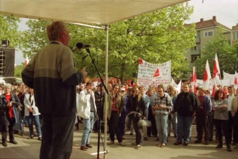 ARH BA 2717, Warnstreik der Gewerkschaft ver.di vor dem Kreishaus, Hannover, 2001