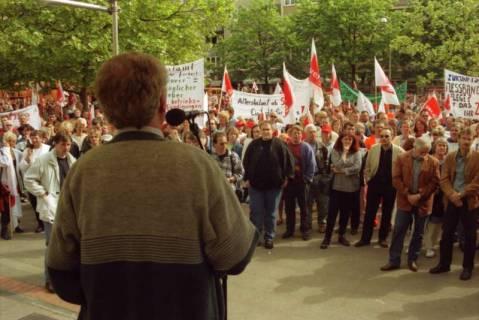 ARH BA 2718, Warnstreik der Gewerkschaft ver.di vor dem Kreishaus, Hannover, 2001