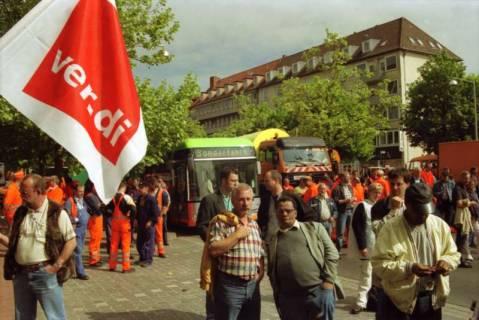 ARH BA 2730, Warnstreik der Gewerkschaft ver.di vor dem Kreishaus, Hannover, 2001