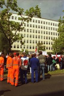 ARH BA 2731, Warnstreik der Gewerkschaft ver.di vor dem Kreishaus, Hannover, 2001