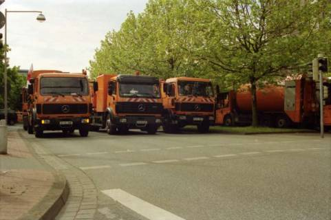 ARH BA 2734, Warnstreik der Gewerkschaft ver.di vor dem Kreishaus, Hannover, 2001