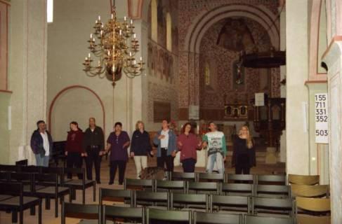 ARH BA 2737, Israelische Besuchergruppe - Chorauftritt in der Kirche, Mandelsloh, 2001