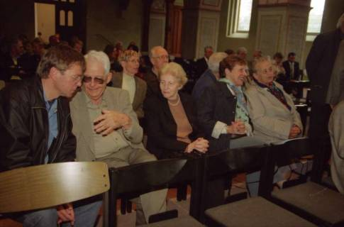 ARH BA 2740, Israelische Besuchergruppe - Chorauftritt in der Kirche, Mandelsloh, 2001