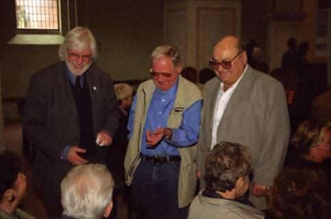 ARH BA 2743, Israelische Besuchergruppe - Chorauftritt in der Kirche, Mandelsloh, 2001