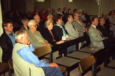ARH BA 2760, Israelische Besuchergruppe - Chorauftritt in der Kirche, Mandelsloh, 2001