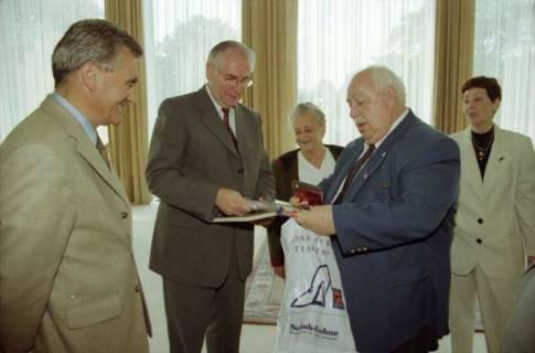 ARH BA 2775, LT-Präs. Wernstedt empfängt LR Arndt und Benny Gurfinkel, 2001