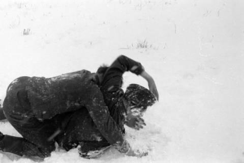 """ARH NL Dierssen 0101/0024, """"Schneebalgerei"""", um 1944"""