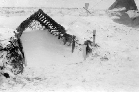 ARH NL Dierssen 0102/0004, Schneesturm an der Flakstellung, um 1944