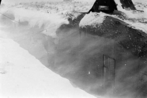 ARH NL Dierssen 0102/0006, Schneesturm an der Flakstellung, um 1944