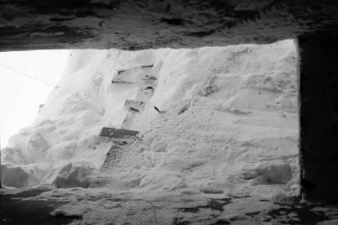 ARH NL Dierssen 0102/0009, Schneesturm an der Flakstellung, um 1944