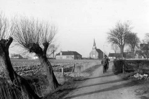 ARH NL Dierssen 0102/0023, Soldaten auf dem Marsch in der Nähe von Groningen, um 1945