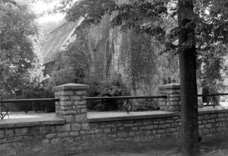ARH NL Dierssen 0103/0028, Mauer an der Kirche, zwischen 1946/1947