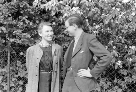 ARH NL Dierssen 0104/0007, Dierssen mit seiner Mutter, zwischen 1946/1947