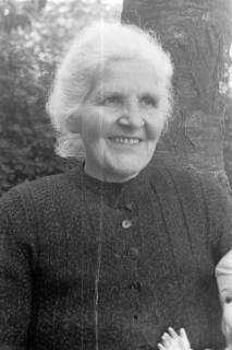 ARH NL Dierssen 0104/0018, Ältere Dame, zwischen 1946/1947